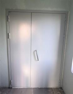 Дверь техническая в подъезд