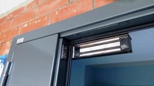 Входная дверь в подъезд с электрозамком