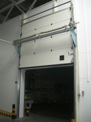 Промышленные секционные ворота (вертикальный монтаж) Alutech
